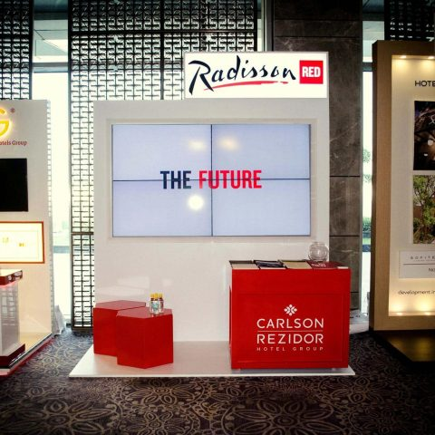 Radisson-Red
